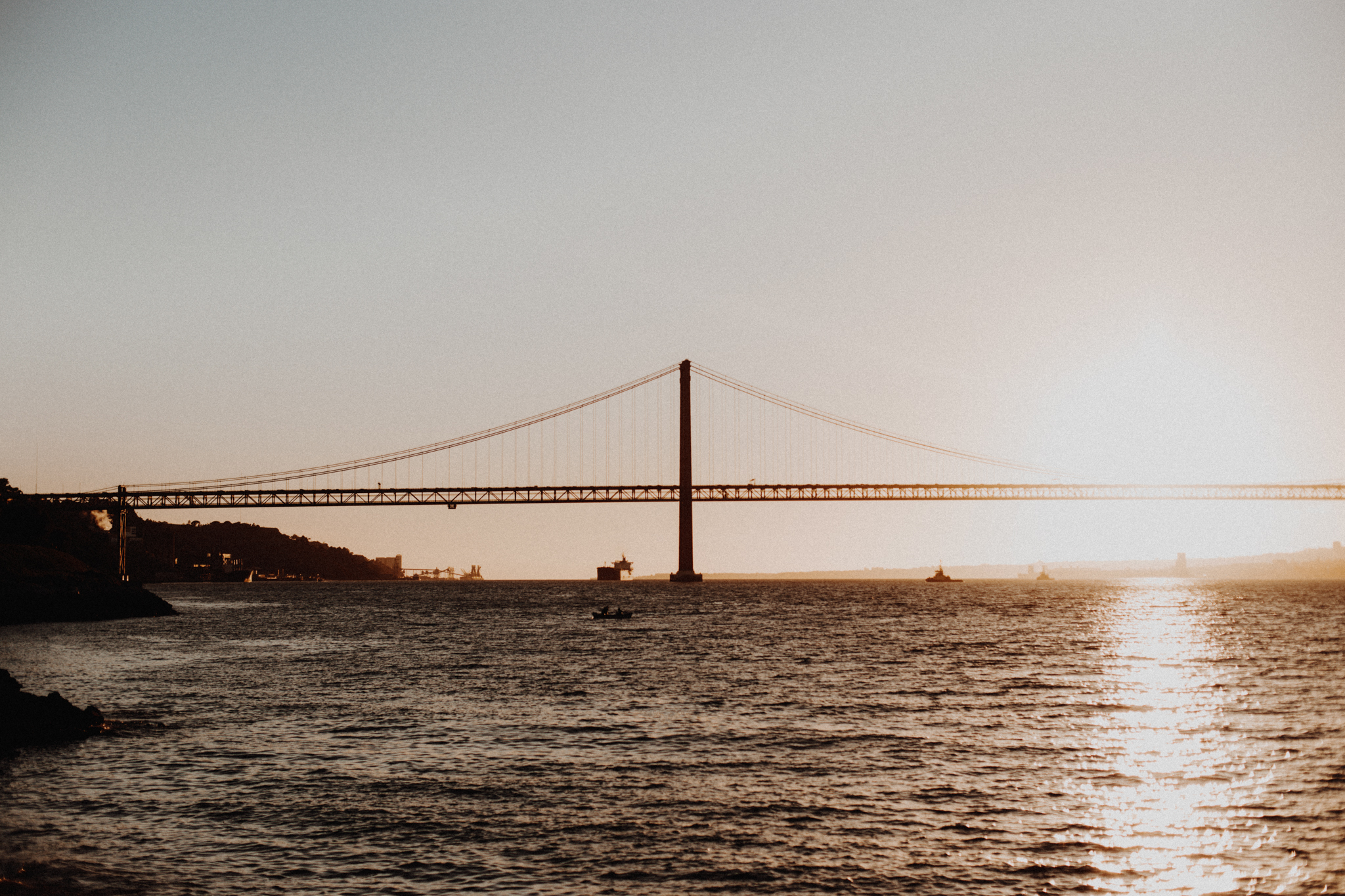 Ponte 25 de Abril bridge during sunset on tagus river