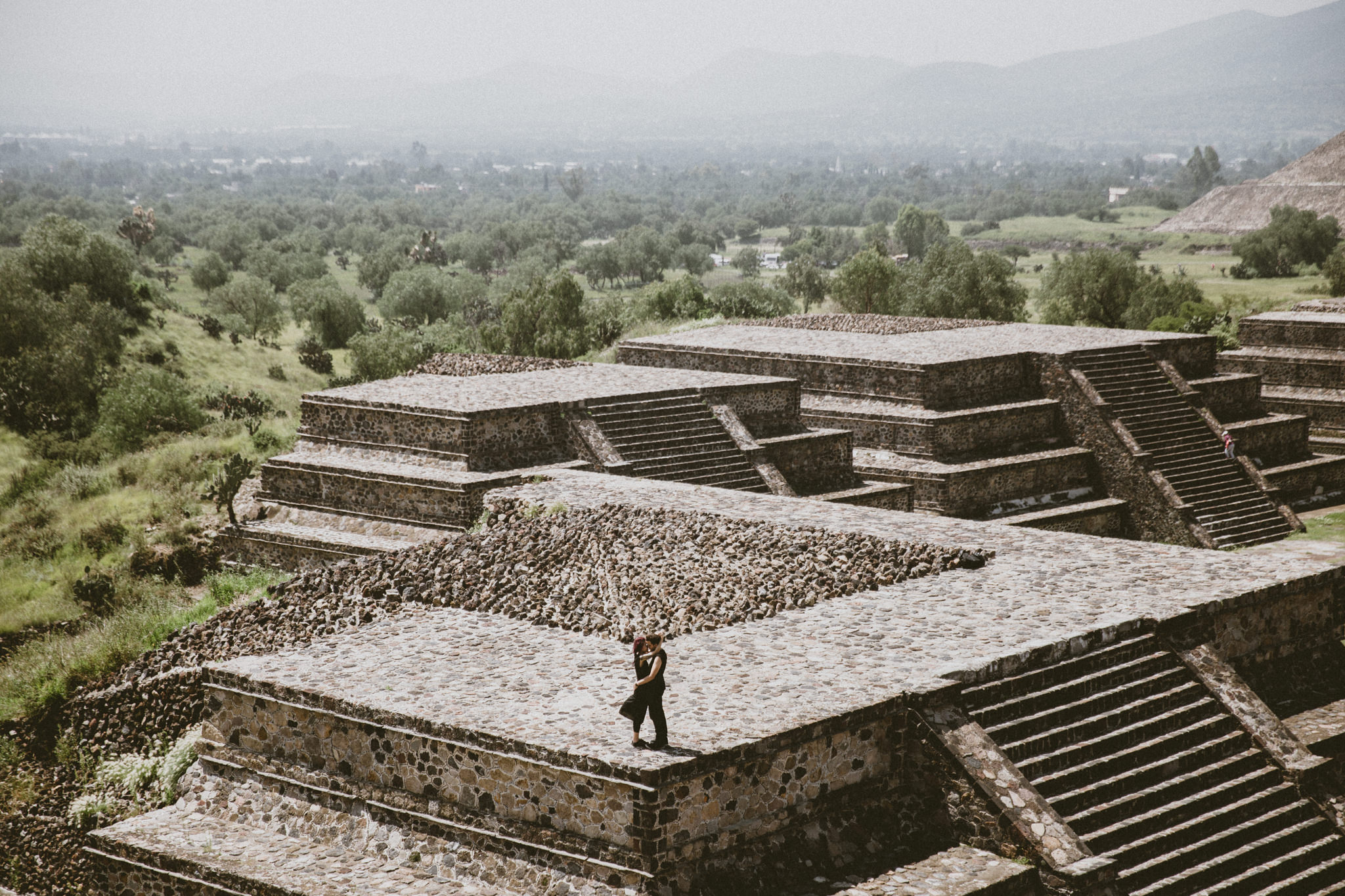 couple kissing on pyramid in mexico teotihuacan